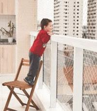 ребенок на балконе