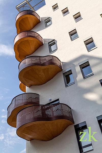 Необычные балконы-