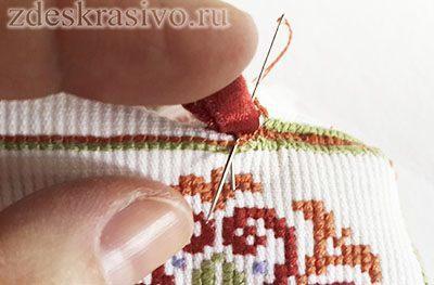 Kak_prishit_lentochky_petelku_2