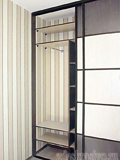 Встроенные шкафы в маленькой прихожей-2