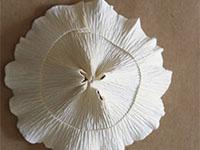 Поделки из гофрированной бумаги пошагово  — середину нужно стянуть
