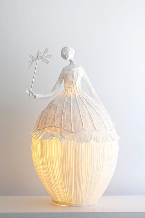 Бумажная скульптура-лампа