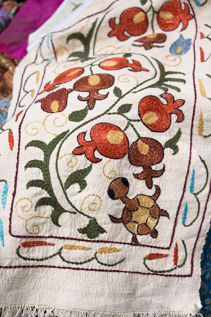 Тамбурная таджикская вышивка