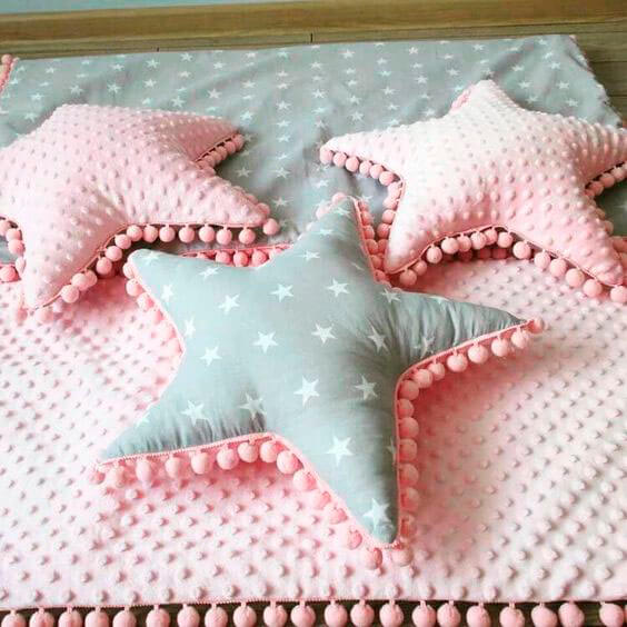 Подушки звезды с помпонами