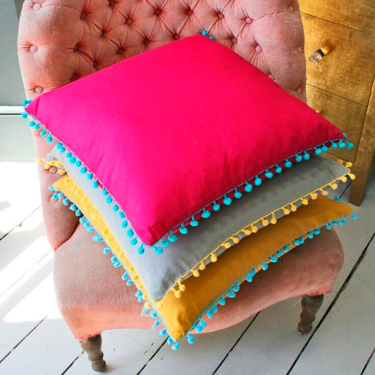 Контрастная тесьма на подушках