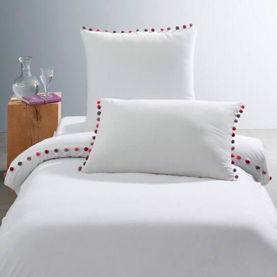 Тесьма  с помпонами на постельном белье