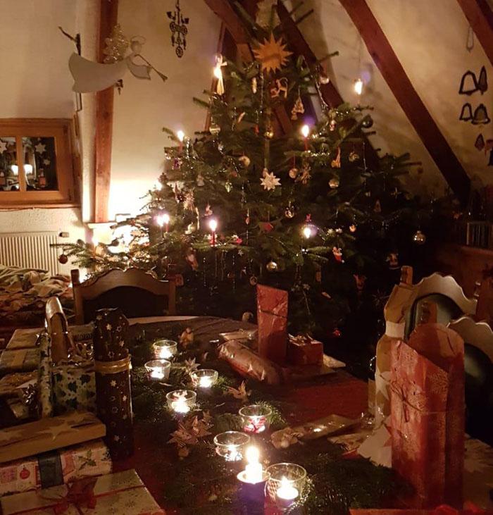 Новогоднее настроение создает ёлка