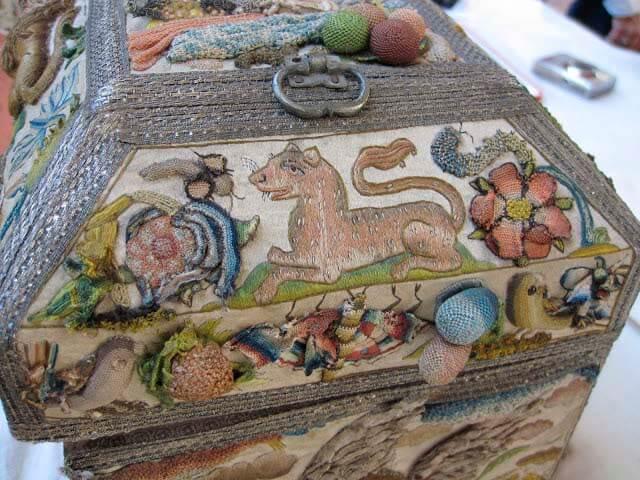 Объемная вышивка на шкатулке, обработка края