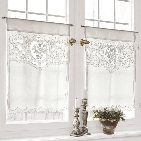 Как украсить шторы кружевами