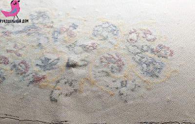Обратная сторона вышивки, укрепленная клеевым флизелином