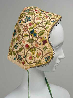 Елизаветинская вышивка женский чепец