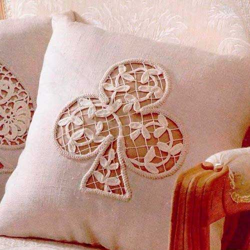 Ирландское кружево на подушке