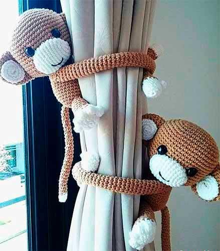 Вязаные обезьянки — подхваты для штор